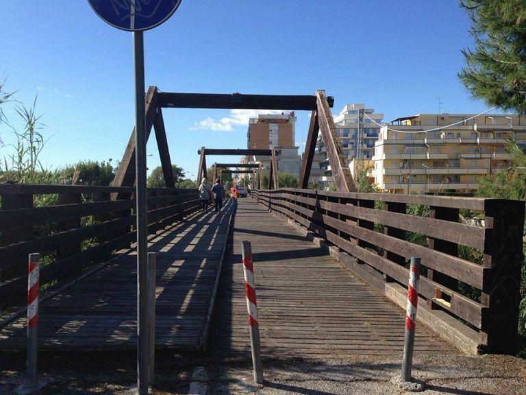 Alba Adriatica, lavori conclusi: riapre il ponte ciclabile sul Vibrata