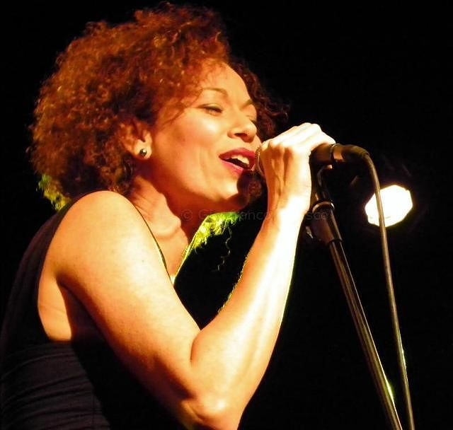 Tortoreto, atmosfere brasiliane e jazz al Frida con Rosàlia De Souza
