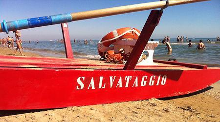 Malore in acqua: turista muore sulla spiaggia di Alba Adriatica