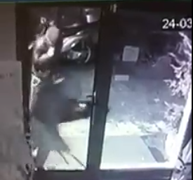 Pescara, posta su Fb il video dei ladri: taglia di 500 euro VIDEO