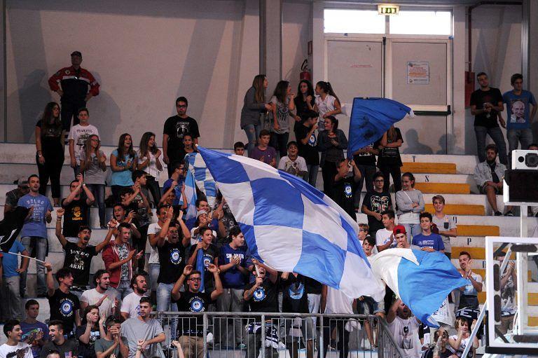 Basket, fumogeno Roseto-Trieste: maximulta alla società biancazzurra