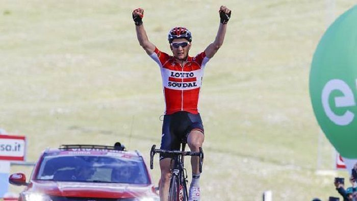 Giro d'Italia, il fiammingo Wellens trionfa a Roccaraso: Dumoulin rafforza la Rosa