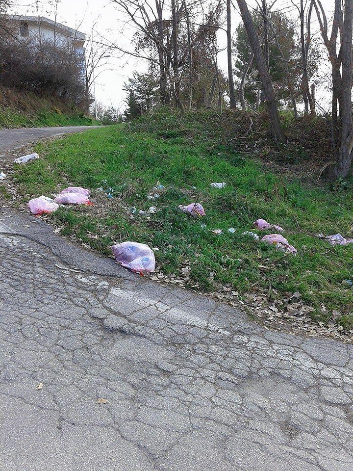 Teramo, rifiuti abbandonati: non c'è pace a Villa Mosca