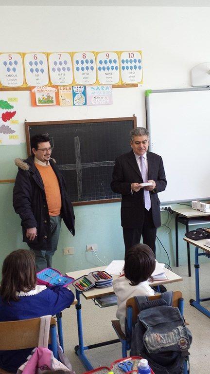 Roseto, Pavone visita in visita agli della scuola Schiazza di via Veronese
