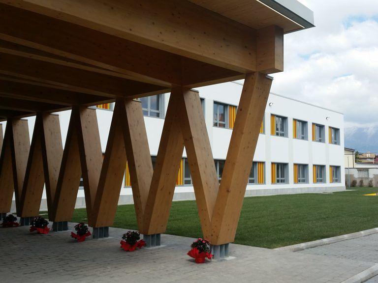 Avezzano, 160 banchi nuovi nelle scuole
