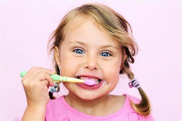 Studio odontoiatrico Abbadini: l'igiene orale nei bambini  Alba Adriatica/ San Benedetto