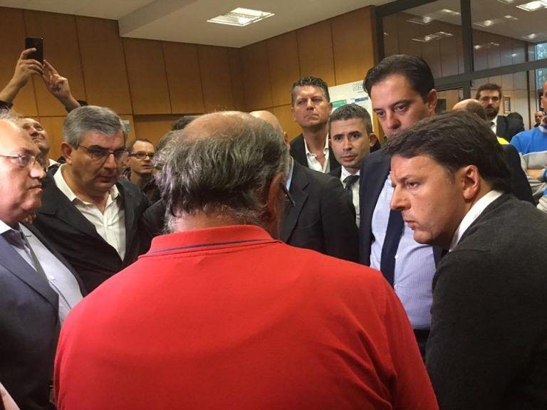 San Salvo, Renzi visita la Pilkington e riceve delegazione della Honeywell. Fuori la protesta FOTO/VIDEO