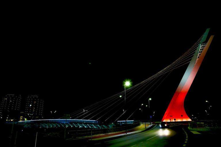 Pescara, Ponte Flaiano si tinge di rosso per la lotta all'HIV