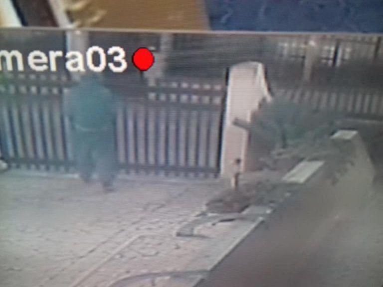 Giulianova, ladro ripreso dalla telecamere FOTO