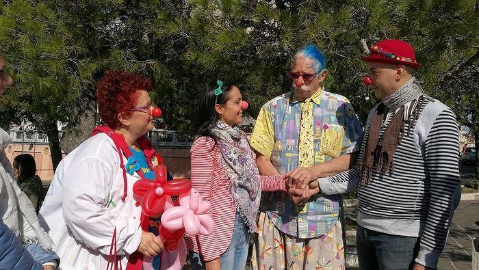 Vasto, Patch Adams 'sposa' coppia di clown