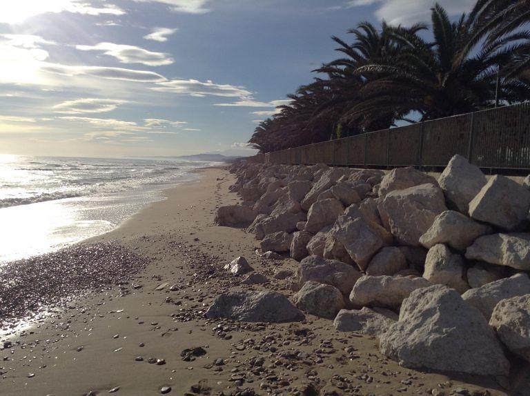 Alba Adriatica, erosione: diffida alla Regione per le nuove scogliere previste a Villa Rosa