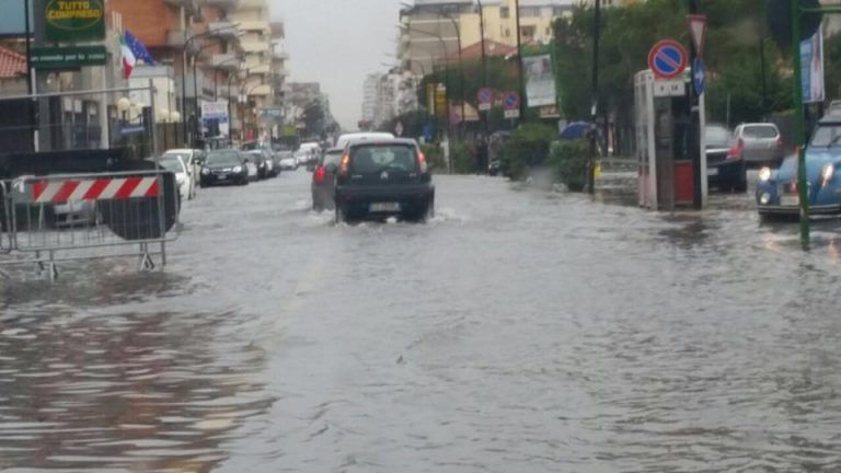 Pescara, allerta maltempo: le strade e i luoghi pubblici chiusi