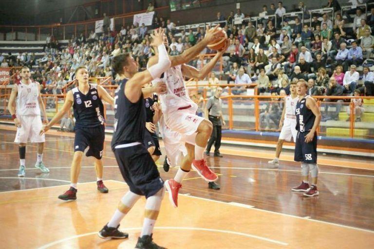 Basket, Amatori Pescara-Ortona 80-81: Martelli decide dalla lunetta