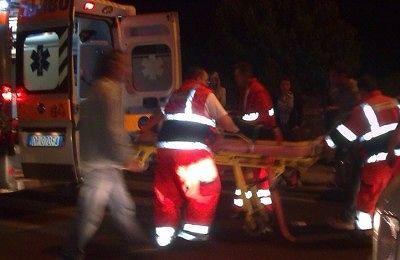 Trasacco, auto finisce contro il muro e prende fuoco: grave giovane