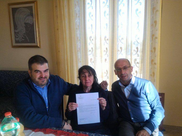 La lettera di auguri dei vigili del fuoco per la poesia con dedica che arriva da Ancarano