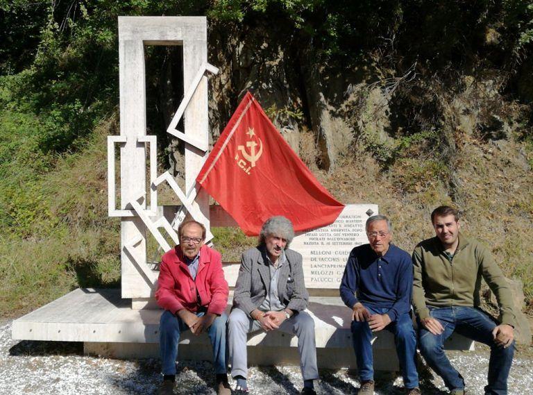 Rocca Santa Maria, teramani puliscono il monumento ai partigiani caduti