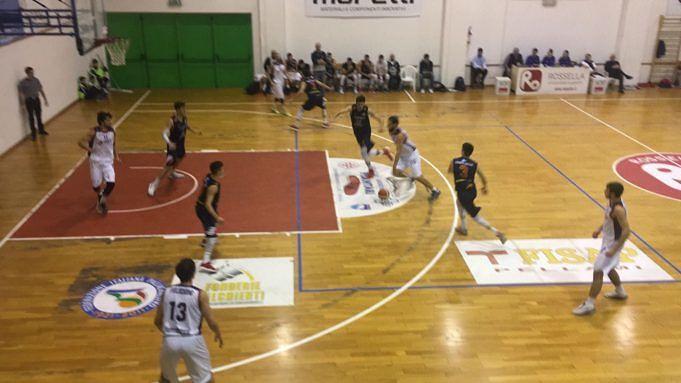Basket, il Giulianova lotta ma non basta: vince Civitanova (85-76)