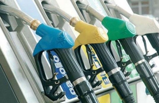 Città Sant'Angelo, ladro d'auto in trasferta sorpreso mentre fa benzina