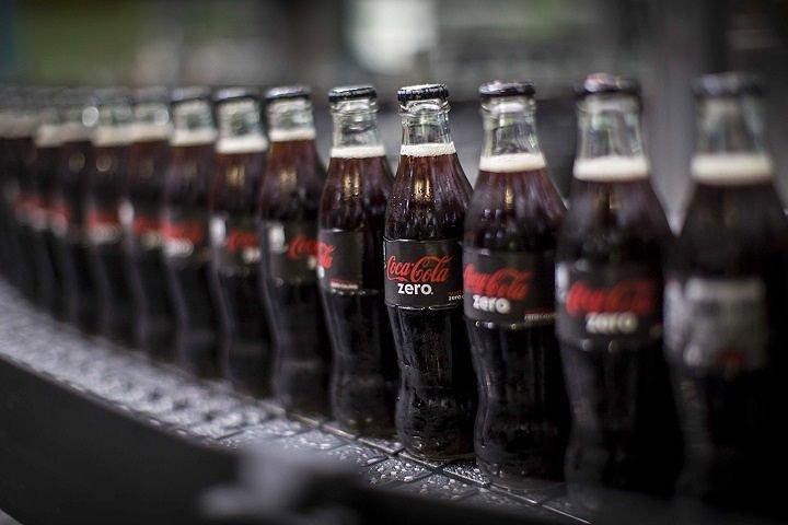 Stabilimento Coca-Cola Oricola: bottiglie speciali per Natale