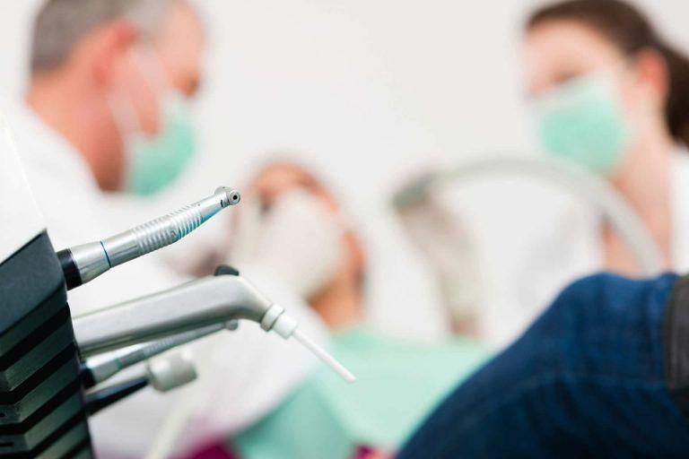 Roseto, studio dentistico nel centro estetico: scatta il sequestro della finanza