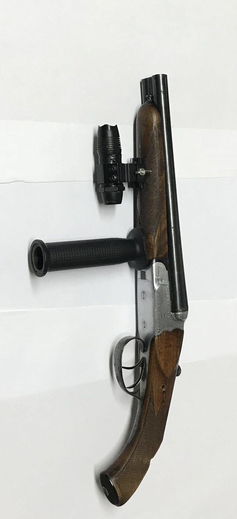 Giulianova, giovane teramano sorpreso con il fucile in auto FOTO