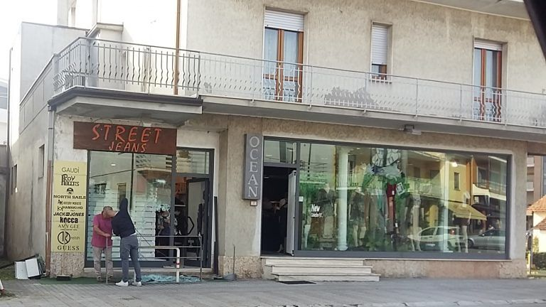 Corropoli, spaccata con mazze da baseball nella boutique del bivio