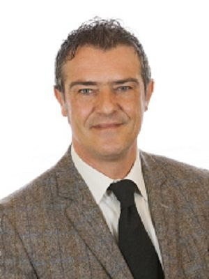 Castaldi: 'Arrivano banchi e sedie per le scuole abruzzesi, a propaganda falsa rispondiamo con fatti'
