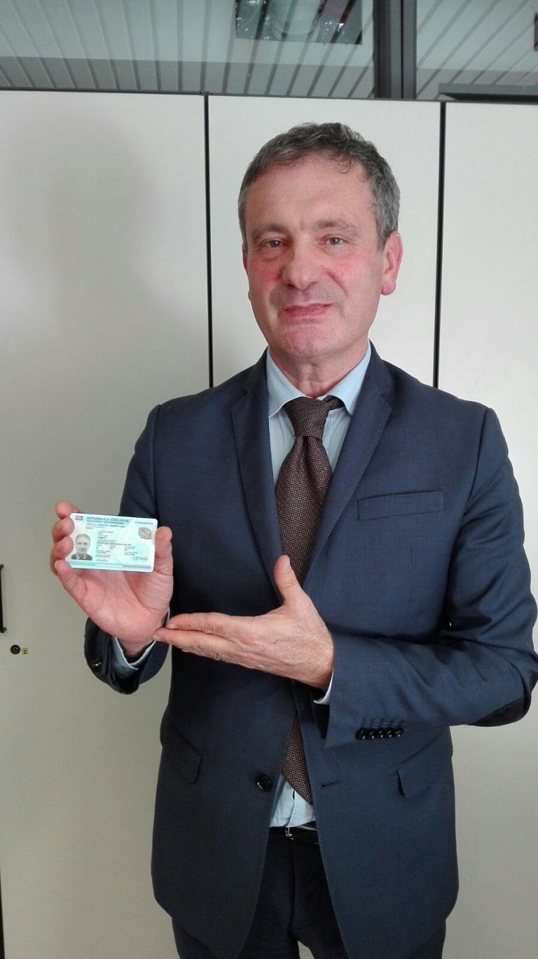Pineto, emesso il primo documento d'identità elettronico