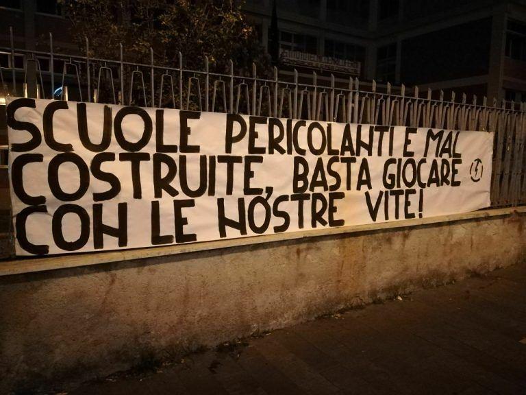 Blocco Studentesco Abruzzo: striscioni per denunciare lo stato delle scuole pubbliche