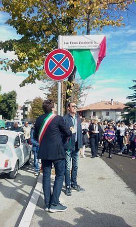 Vasto, in tanti alla cerimonia per l'intitolazione di piazza  Don Renzo Vecchietti