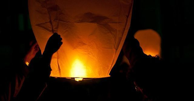 Pescara, pineta a fuoco: sotto accusa le lanterne cinesi