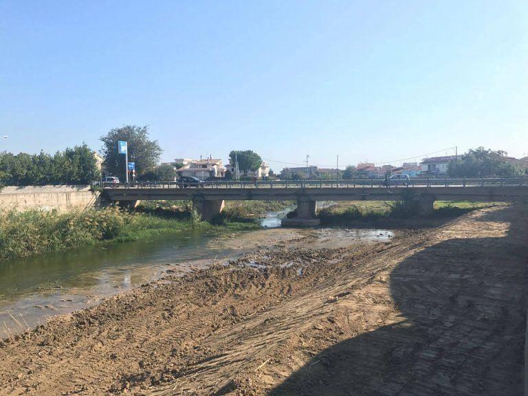 Alba Adriatica-Martinsicuro, ruspe al lavoro sul Vibrata per rimozione dei detriti