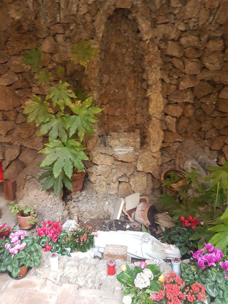 Atri, vandali nella cappella della chiesa di San Francesco FOTO
