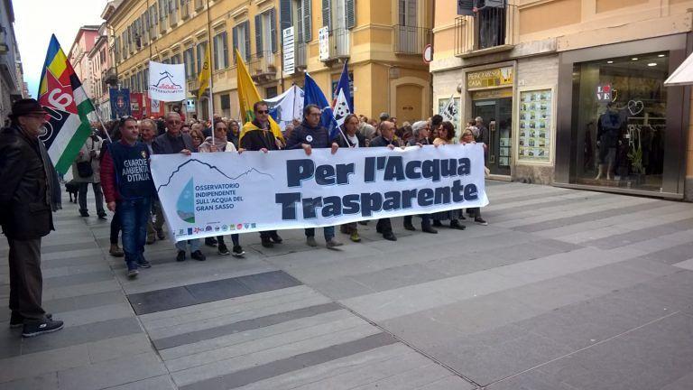 Teramo, manifestazione acqua Gran Sasso: il territorio compatto chiede più sicurezza FOTO