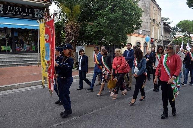 San Salvo, un fiume di studenti per la Marcia per la pace VIDEO