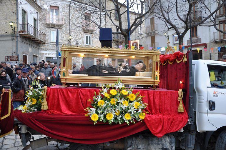 L'urna di San Gabriele in pellegrinaggio in Toscana