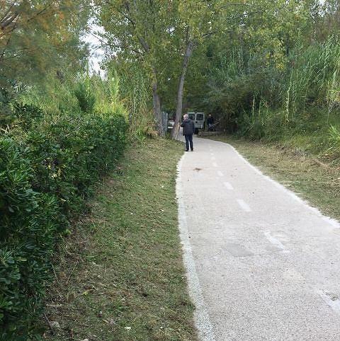 Lavori di manutenzione in corso sulla pista ciclabile a Vasto Marina