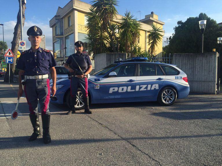 Giulianova, sfreccia in auto con la patente falsa: rifiuta i test ma viene arrestato