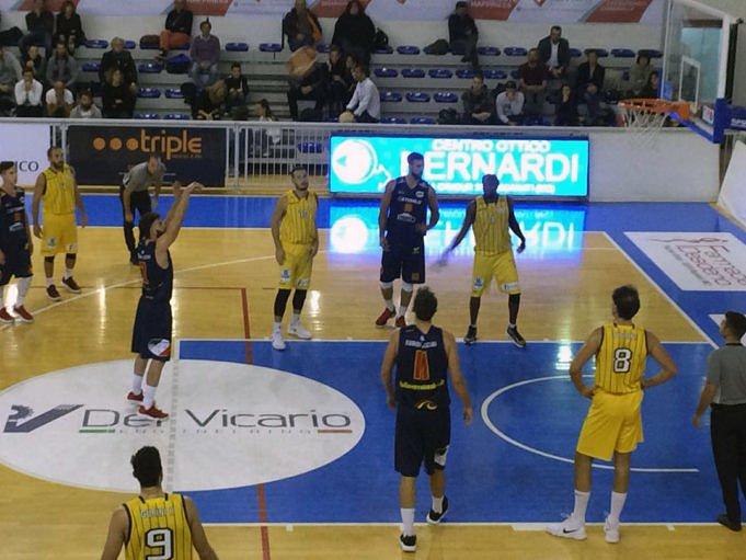 """Basket, """"impresa"""" Giulianova che passa anche a Recanati"""