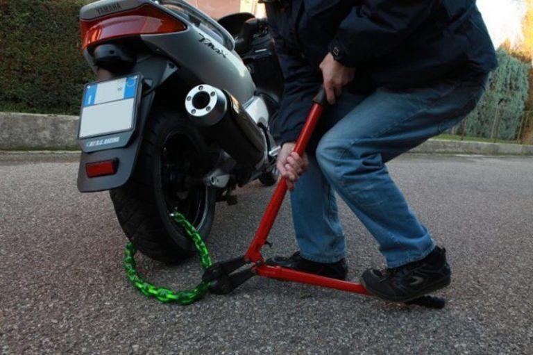 Pescara, sorpreso sullo scooter rubato: pronto a rivenderlo su internet