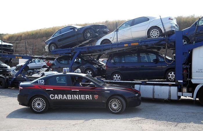 Traffico auto rubate: 17 misure cautelari. Indagine tocca anche Chieti