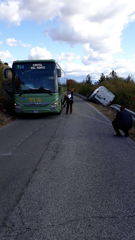 Incidente con l'autobus Castel del Monte-L'Aquila: furgone finisce nella scarpata