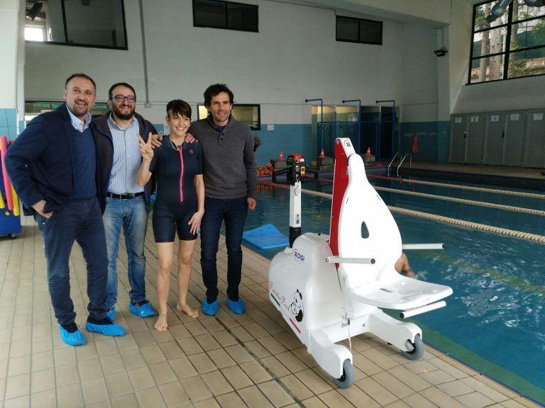 L'Aquila, sollevatore per disabili e riabilitazione alla piscina comunale