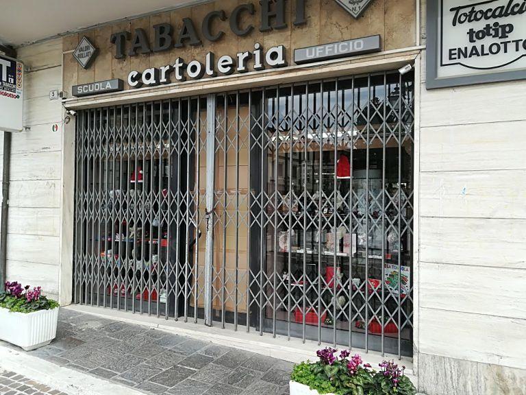 Nereto, furto con spaccata nella tabaccheria di piazza Cavour