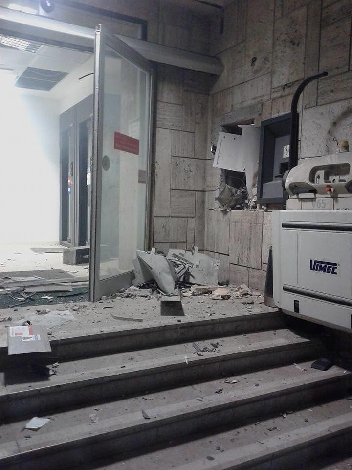 """Sant'Egidio, esplosione all'alba: """"salta"""" il bancomat della Tercas"""
