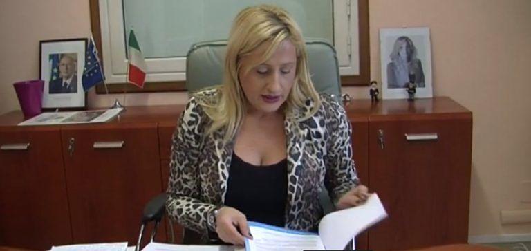 Alba Adriatica, offese al sindaco sul web: condannata alle scuse e lavori di pubblica utilità