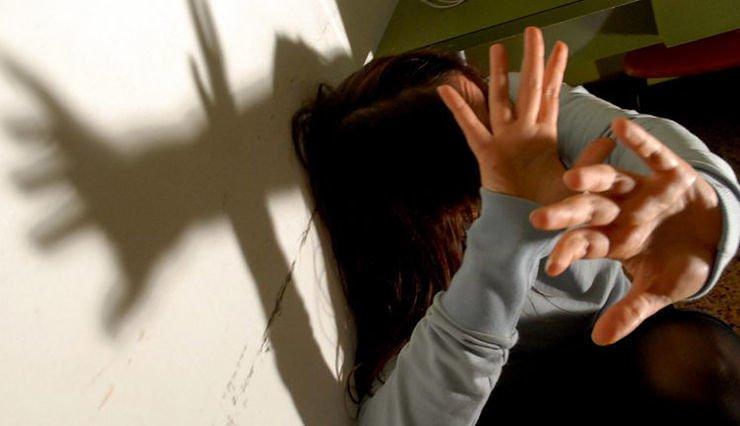 Violenza sessuale su 13enne. Fermati due migranti