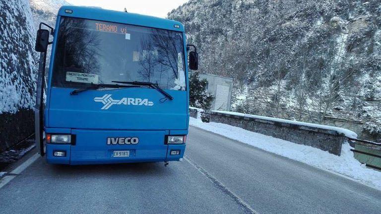 """Crognaleto, autobus Tua si ferma al gelo sulla statale 80. D'Alonzo sbotta: """"Servizio indecente"""""""