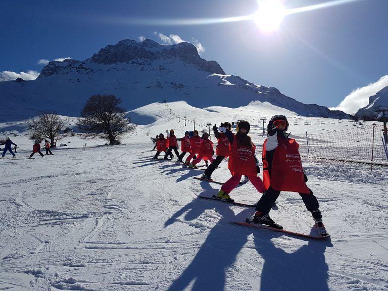 Prati di Tivo, si scia: sulla neve anche i più piccoli FOTO