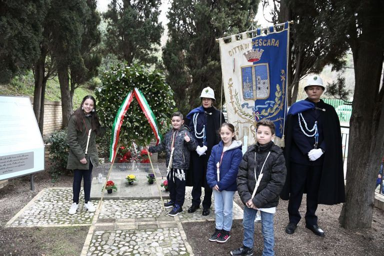 Pescara, scuola 11 Febbraio 1944: commemorazione dei partigiani al cippo di Colle Pineta
